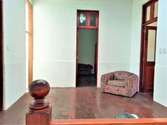 Fotos de Cercado vendo bonito dpto. 2do piso+aires 277m2 $75mil, vista calle 3