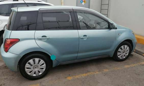 Auto toyota ist hatchback 2003